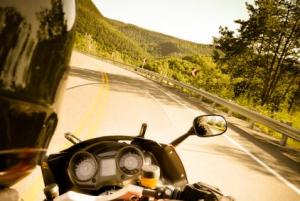 look-into-curve-motorcycle-leadership-w422x284